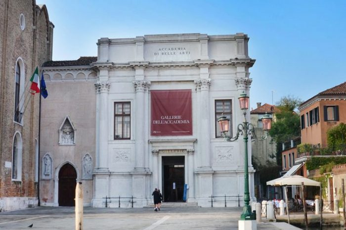 10 AM (9:30 from 1st of June)- Campo della Carità (Accademia)  – Venice through the centuries South